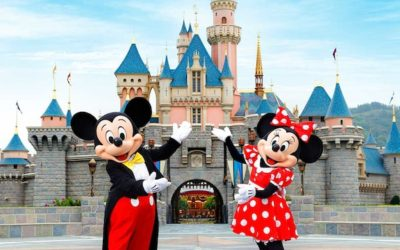 mickey dan minnie di istana disney land hong kong